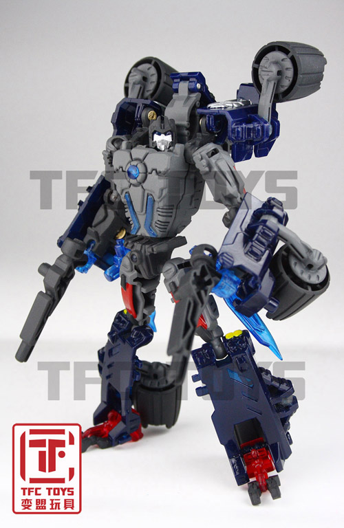 [TFClub] Rollo (mini bolide d'Optimus) devient robot | [TFClub] Gears of War 2: Fusils d'Optimus - Page 2 0801_004