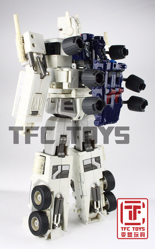 [TFClub] Rollo (mini bolide d'Optimus) devient robot | [TFClub] Gears of War 2: Fusils d'Optimus - Page 2 0801_006