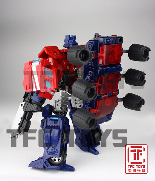 [TFClub] Rollo (mini bolide d'Optimus) devient robot | [TFClub] Gears of War 2: Fusils d'Optimus - Page 2 0801_008
